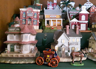 The train station, the coach and a horse from the Liberty Falls collection.