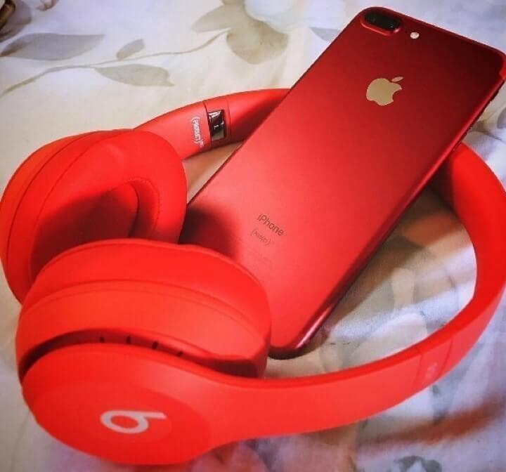 iPhone 7 red edition dan beats headphone