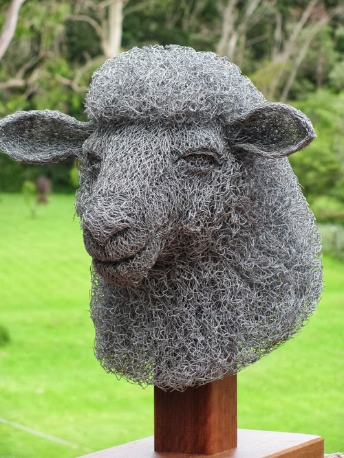 12-Sheep-Chicken-Wire-Sculptures-Sculptor-Ivan-Lovatt-www-designstack-co