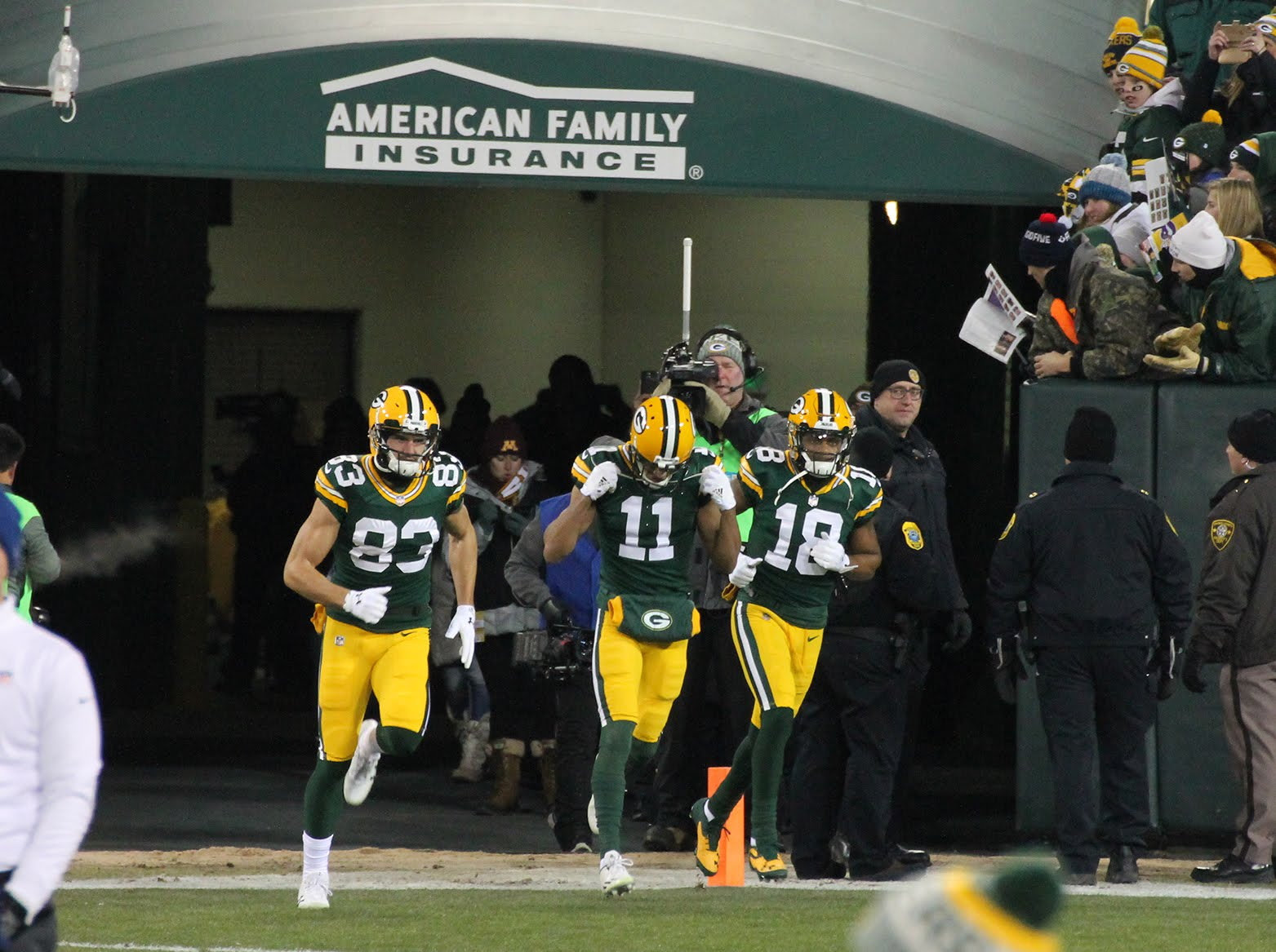 """791adc390f2 WR Jeff Janis (#83), WR/PR Trevor Davis (#11), and WR Randall Cobb (#18)  come out to warm up. """"Warming up"""" was a relative term on this day."""