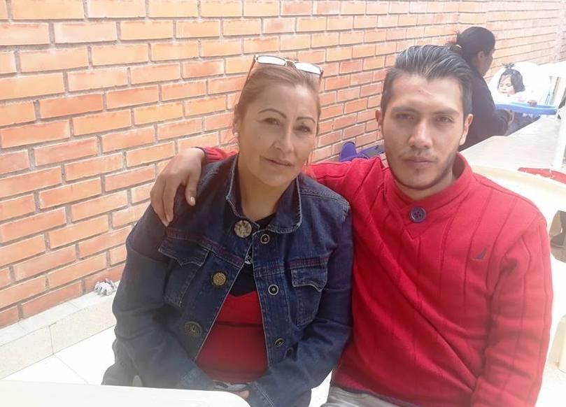 La exdirigente de las esposas de policías y su hijo recién titulado de abogado / FACEBOOK LUIS GALVEZ