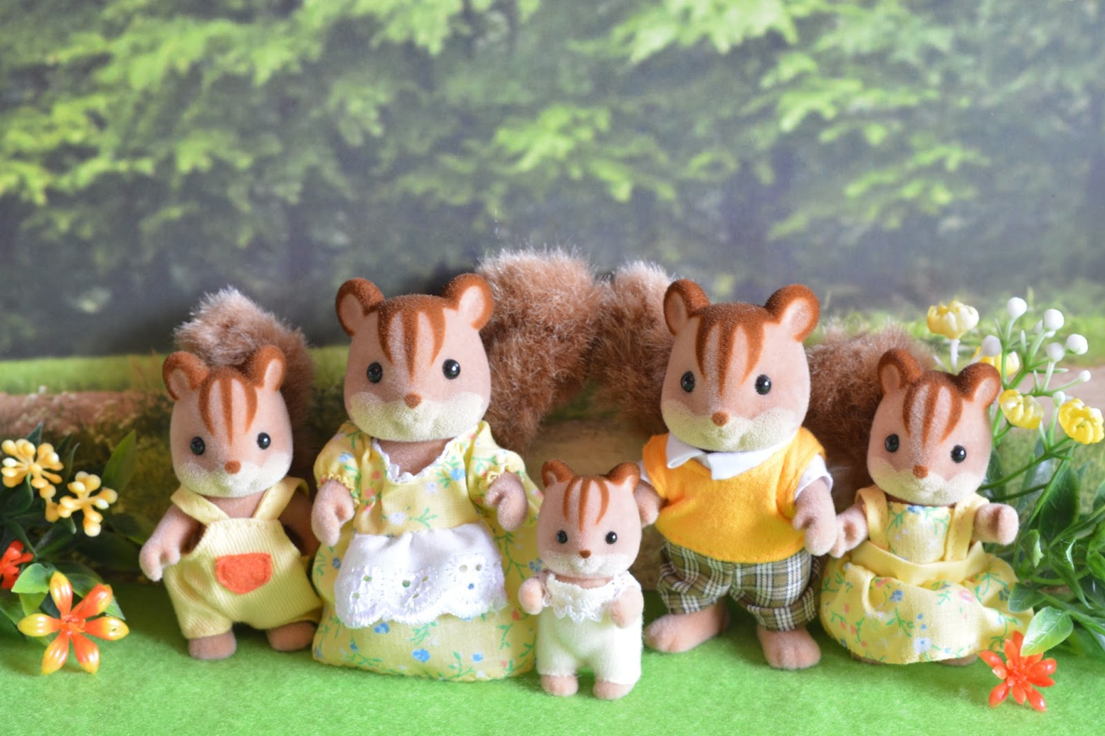 My Sylvanian Paradise Families Update Baby Boom Walnut Squirrel Family Hes More Than Happy With A Brush In His Hand At Home He Likes To Imitate Parents And Loves