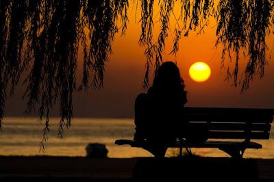 Σοφία Ντρέκου Ώρες νυχτερινές... διεγερτική μοναχικότητα