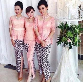 Model Baju Kebaya Brokat Tradisional Tile Satin
