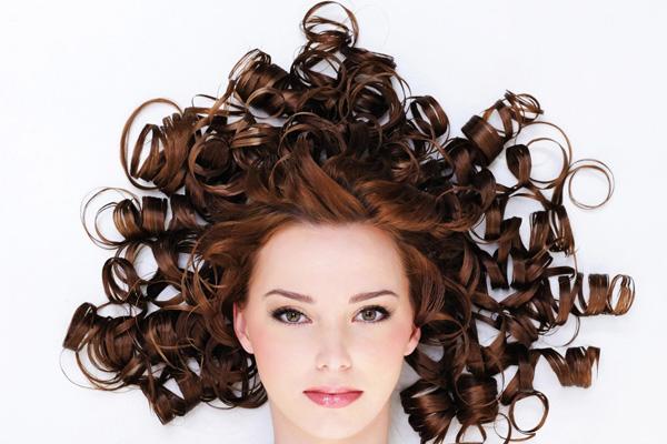 Cara Merawat Rambut Keriting Supaya Tidak 'Mengembang ...