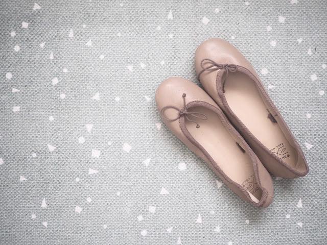 photo-sostiene-grene-deco-novedades-niños-sueños-de-infancia-alfombra-mint