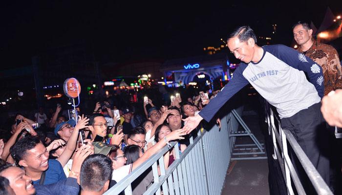 Saat Jokowi Tiba-tiba Muncul di We The Fest 2017