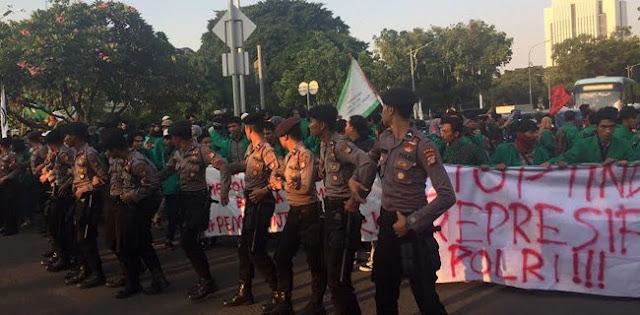 Ditolak Istana, Mahasiswa UMJ Tutup Jalan Medan Merdeka Barat
