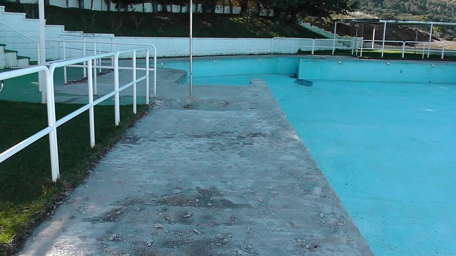 Casas de miravete cultura y medio ambiente obras de for Descuidos en la piscina