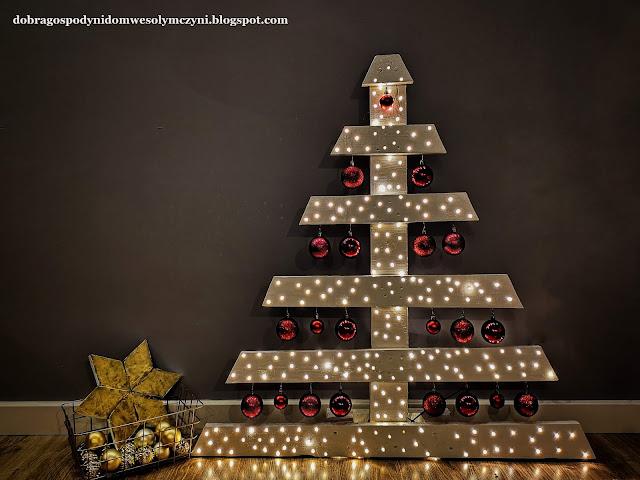 3 świąteczne dekoracje z jednej palety - choinki i gwiazda