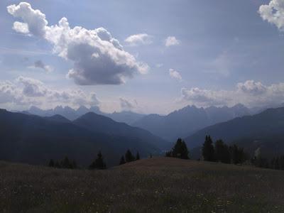 Un paesaggio dolomitico dalla Valzoldana