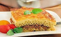 На 3-4 порции: Сухие макаронные изделия – 250-300 г (или 500-600 г вареных); Фарш – 350 г; Репчатый лук – 1 головка; Яйца – 2-3 шт.; Сливки – 130 мл; Сыр – 250 г;