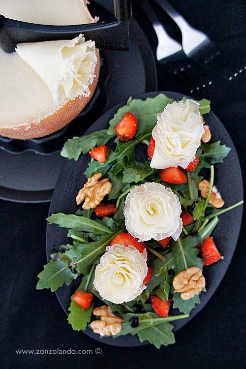 Insalata di rucola, fragole, noci e formaggio tete de moine light e veloce - arugula, strawberry and walnut salad veggie recipe