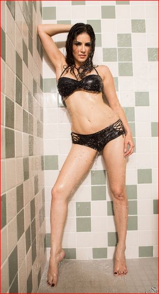 sunny leone naked photo
