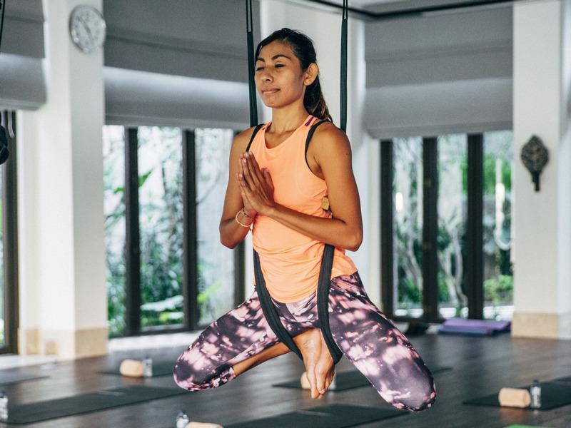 The Ritz-Carlton Bali Luncurkan Fly High, Kelas Aerial Yoga yang Unik
