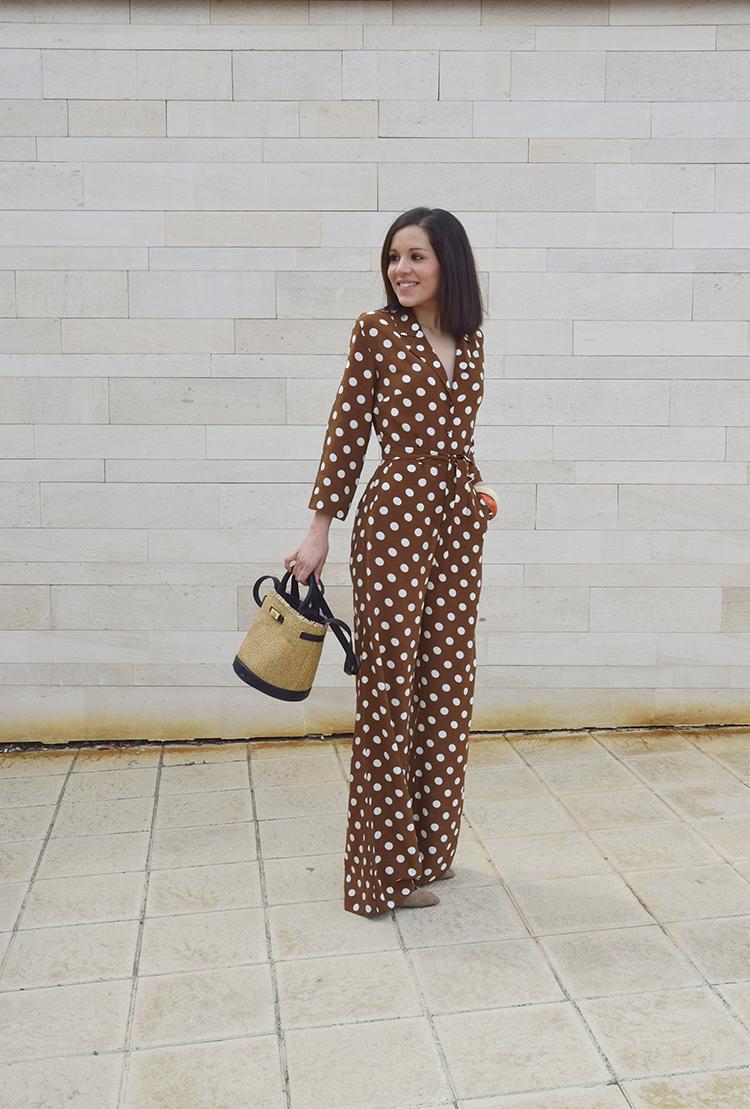 mono_lunares_marron_brown_polka_dots_jumpsuit_shopper_capazo_bicolor_zara