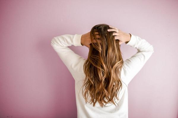 كيفية ترطيب الشعر الجاف بمكونات منزلية