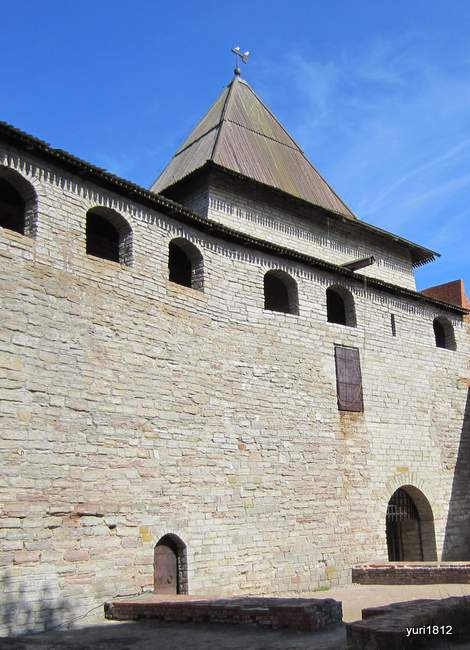 Внутренняя крепостная стена. Камера, где содержался российский император Иоанн VI Антонович
