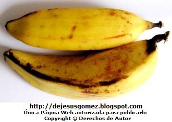 Foto de plátanos listos para pelarlos y comerlos