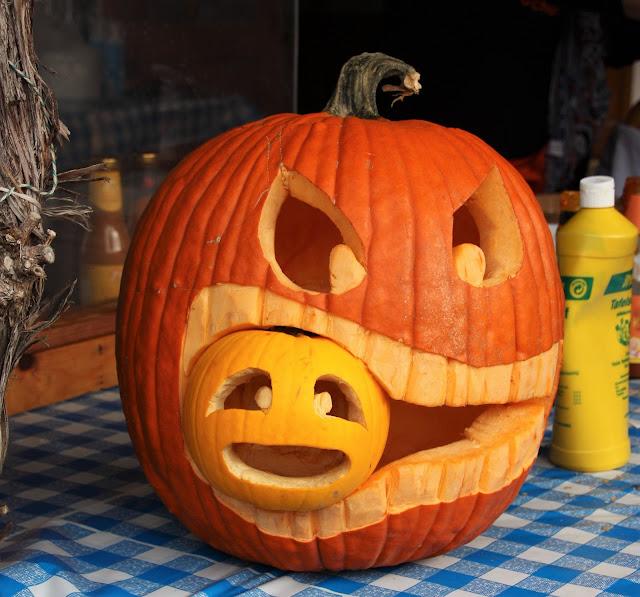 Halloween Kürbis frisst Kürbis
