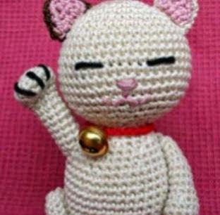 http://patronesamigurumipuntoorg.blogspot.com.es/2013/04/maneki-neko.html#more