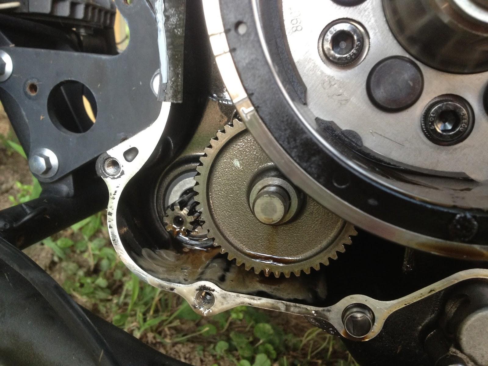 Yamaha V Star 650 Custom - The Shorty Guide: Oil Leak from