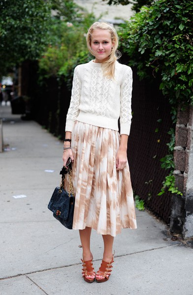 574d981375 Something about the combination of a light-knit sweater and a pleated maxi  skirt says chic, but in a cool effortless way. This look is great for the  ...