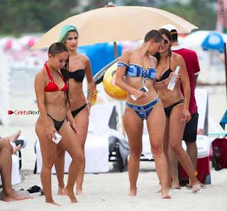 YesJulz-in-Bikini-613+%7E+SexyCelebs.in+Exclusive.jpg