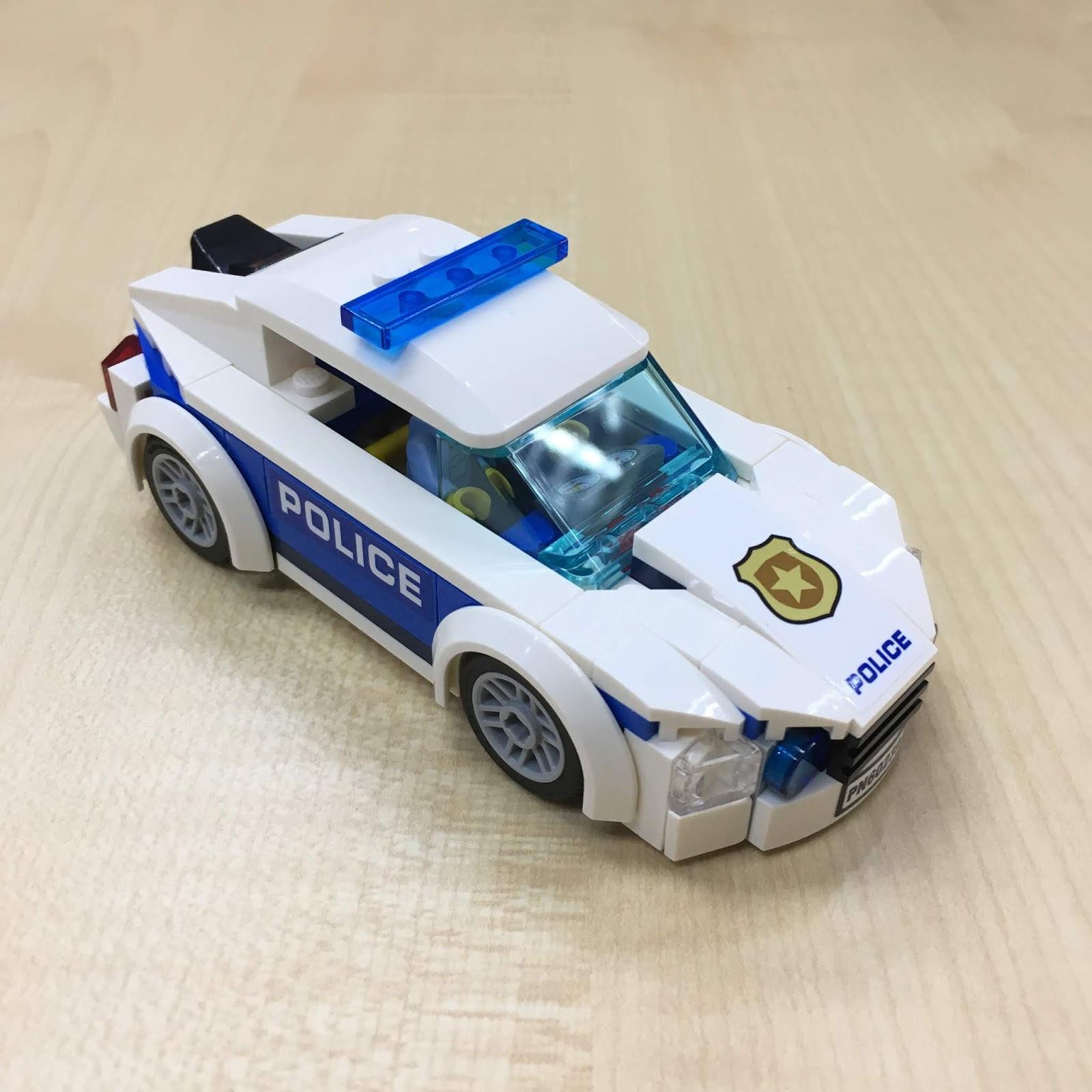 92 Piece New 2019 LEGO City Police Patrol Car 60239 Building Kit
