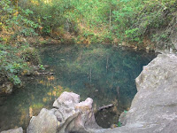 Mbeji Maron Birunya  dan Jernihnya Kolam Alam