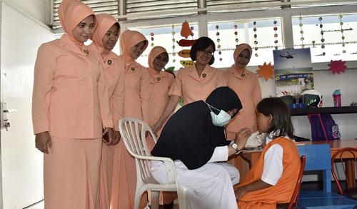 Ketua Yasarini Cabang Lanud Supadio Ny. Wanty Minggit Tribowo mengatakan bahwa program pemberian Vitamin A bagi siswa TK Angkasa dilaksanakan secara terjadwal sesuai dengan program pemerintah.