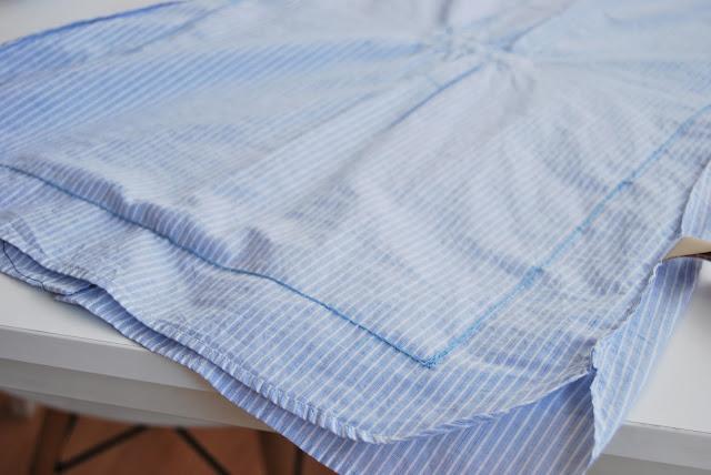 cojín hecho con una camisa