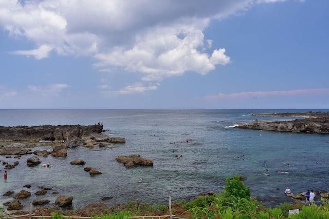 岩場で足が痛いシャークスコープ(ハワイ州オアフ島)