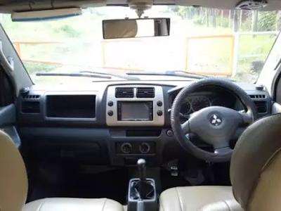 Interior Dashboard Mitsubishi Maven