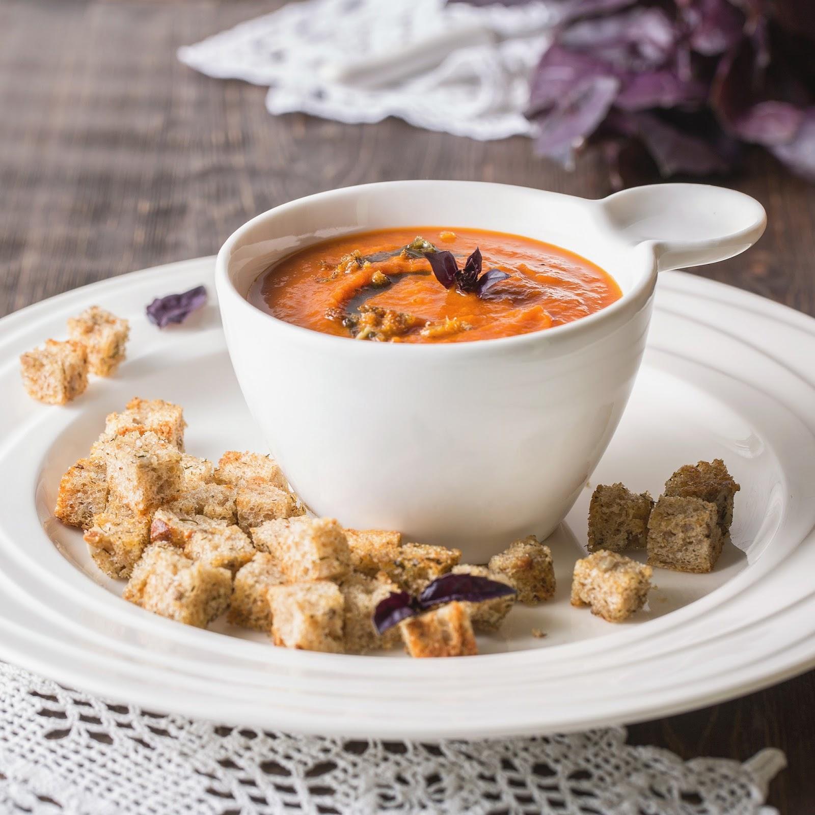 рецепт томатно базиликового супа с гренками