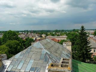 Самбір. Вигляд на дах Ратуші з годинникової вежі
