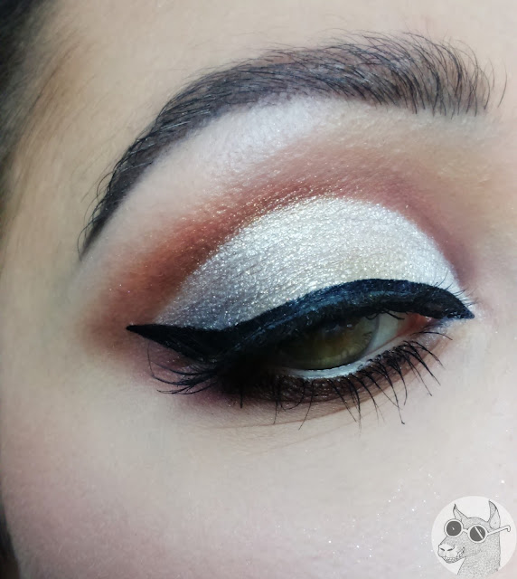 Sparkly cut crease