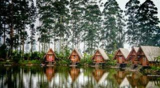 Villa Istana bunga tempat menginap saat liburan di dusun bambu