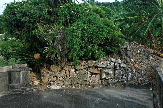 豊見城市 渡嘉敷集落の拝所の写真