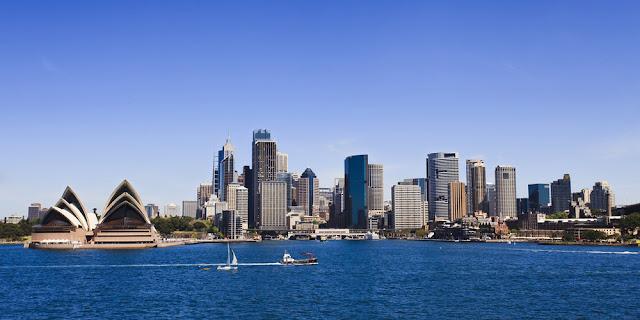 Sydney, dilihat dari laut ( sumber www.traveloka.com )