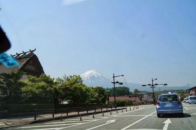 河口湖畔から眺める富士