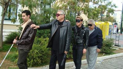 Ο Χάρης Ασημακόπουλος μαζί με τους Πασχάλη Τερζή, Δημήτρη Κωνσταντάρα και Βαγγέλη Αυγουλά στην Πανεπιστημίου με μάσκες