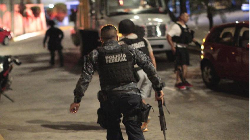 Ejecutan a joven en Acapulco; le hayan armas entre sus ropas