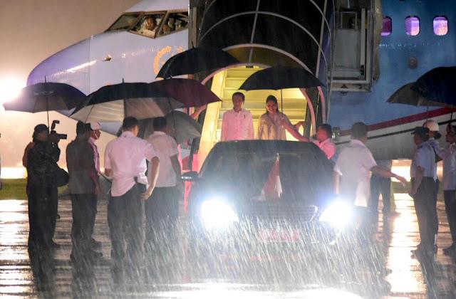 Jokowi Disambut Hujan Deras di Makassar, Lihat Foto-Fotonya