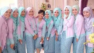 Model Kebaya Seragam Resepsi Pernikahan Modern Kombinasi Batik
