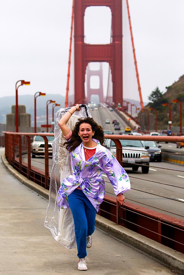 Sophia Amoruso correndo com vestido de noiva | Blog #tas