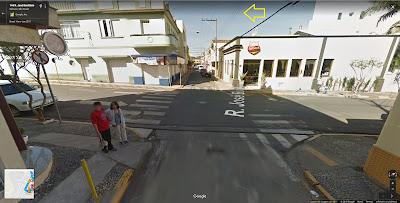 Agora falta pouco: logo após um quarteirão, vira-se à esquerda na Rua Marechal Floriano Peixoto, que passará pela lateral da Igreja Matriz, chegando na Praça.