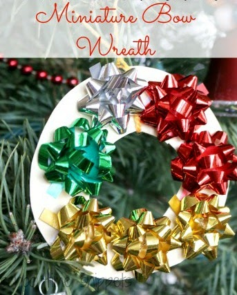 cute and simple Miniature Bow Wreath Ornament for toddlers and preschooles to make