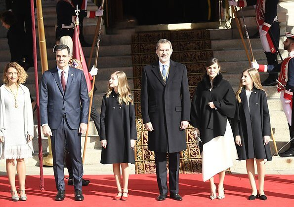 Queen Letizia, Princess Leonor and Infanta Sofía attended the Solemn opening of the Spanish Parliament. Carolina Herrera cape and dress