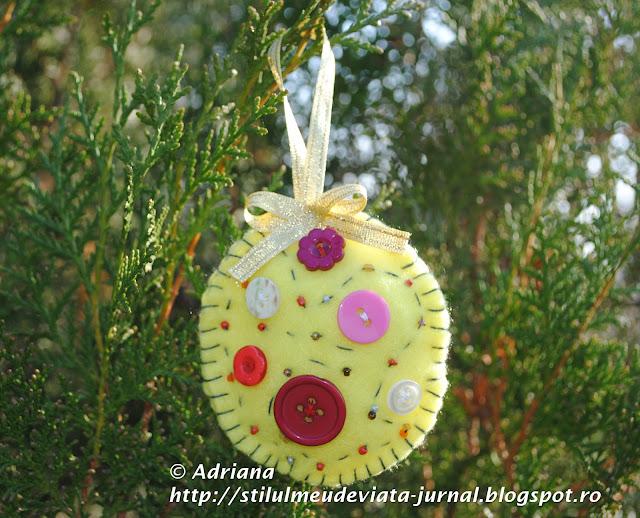 glob galben din fetru, ornament handmade de craciun